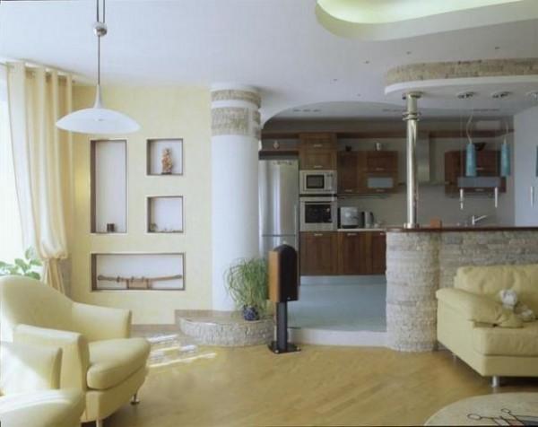 Дизайн гостиной в доме с барной стойкой