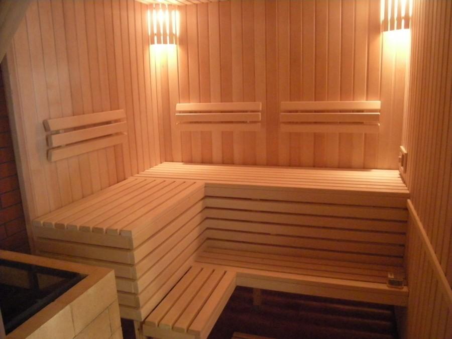 Угловой полок в баню