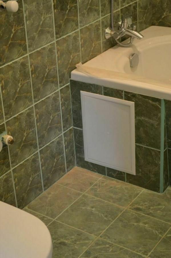 Ревизионный люк в ванной своими руками